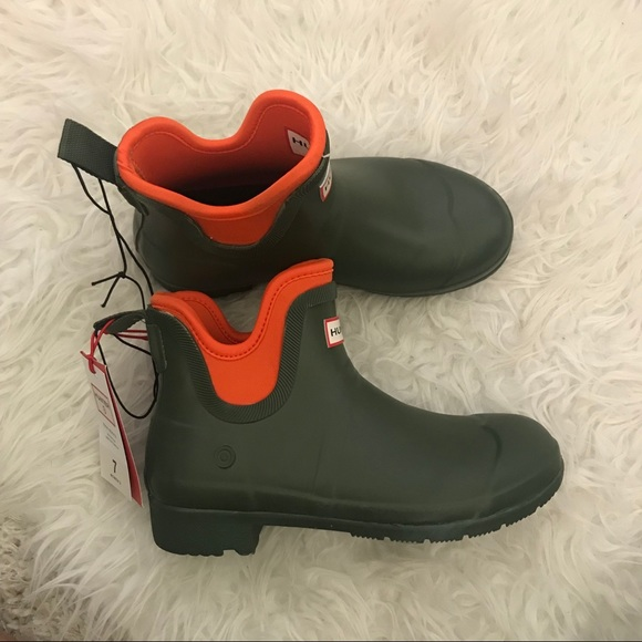 6050360553c HUNTER x TARGET - olive green boots NWT
